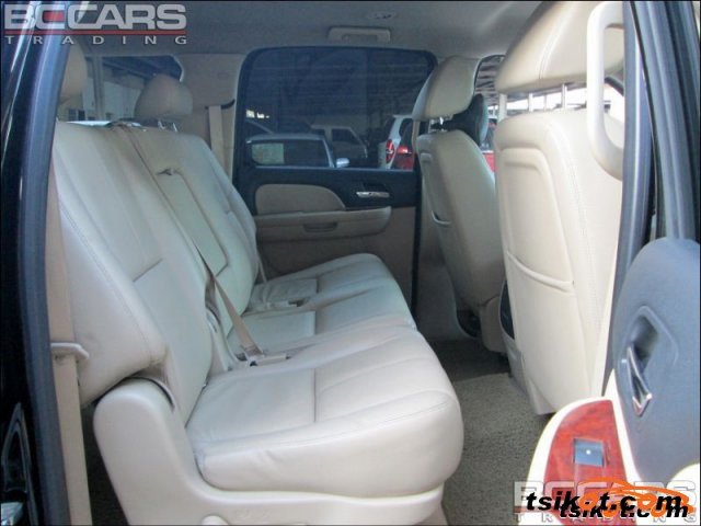 Chevrolet Suburban 2008 - 3