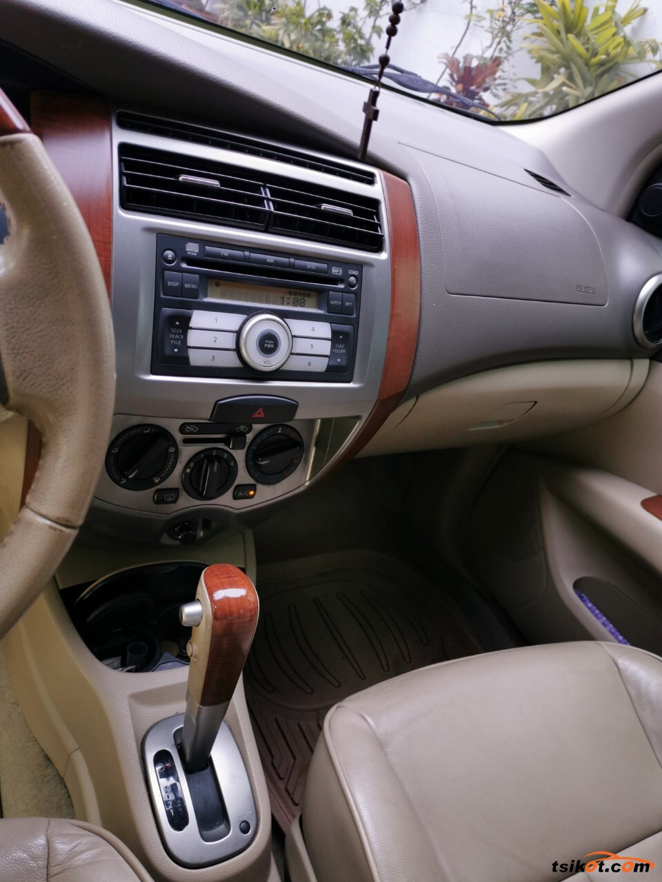 Nissan Grand Livina 2011 - 2