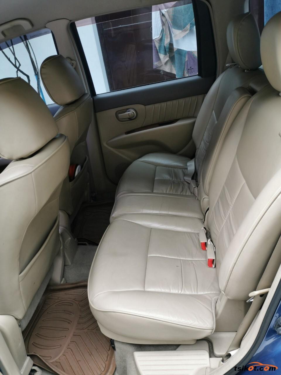 Nissan Grand Livina 2011 - 4