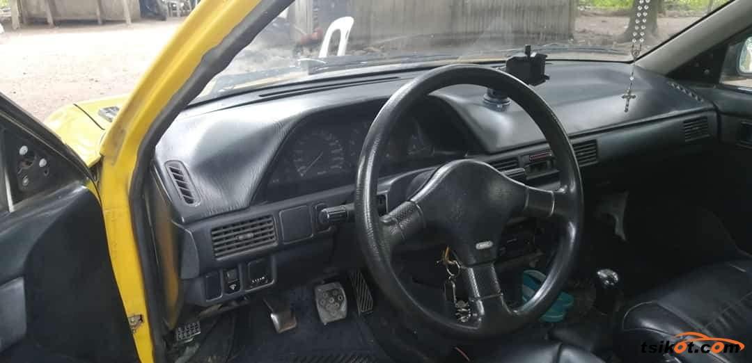 Mazda 323 1997 - 10