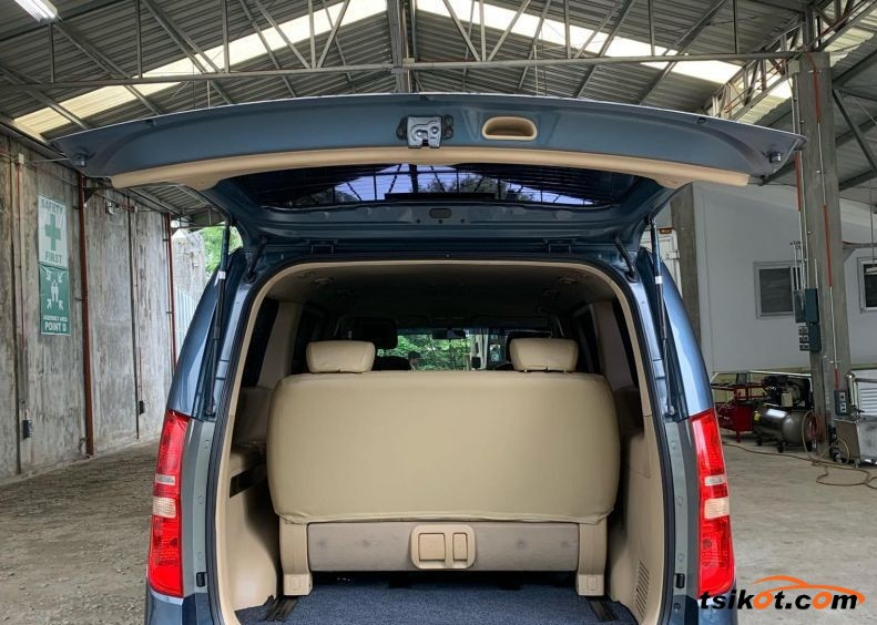 Hyundai Starex 2012 - 2