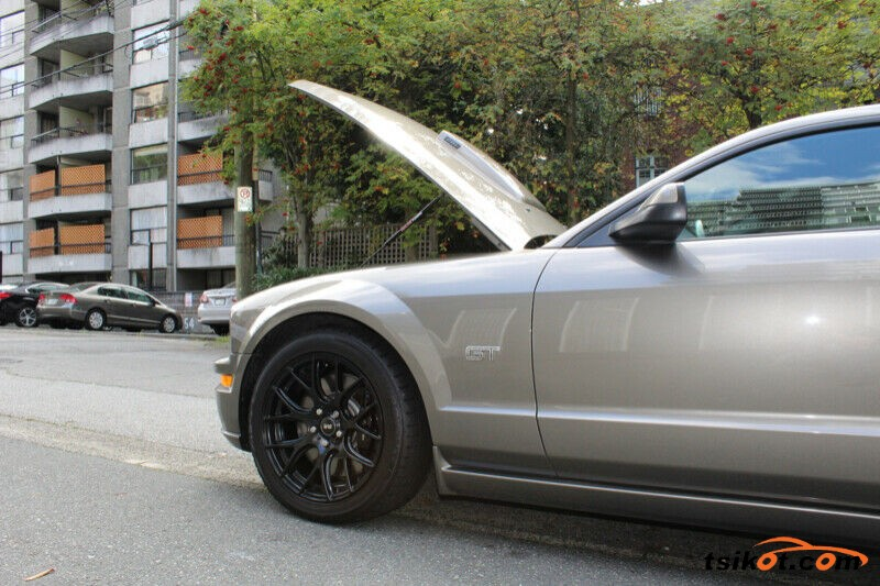 Ford Mustang 2005 - 2