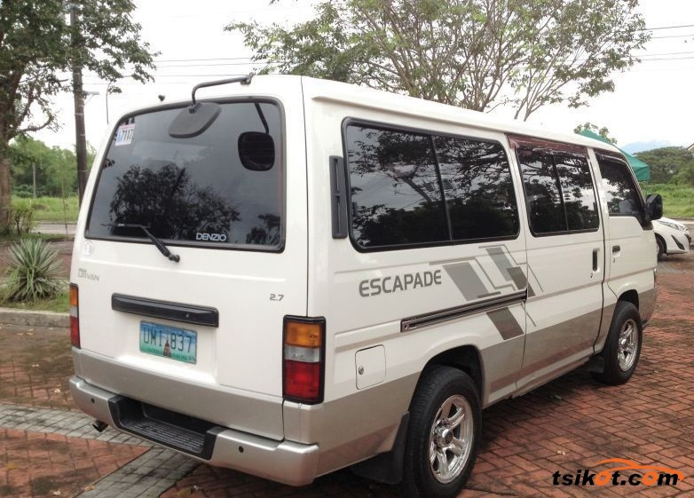 Nissan Urvan 2012 - 4