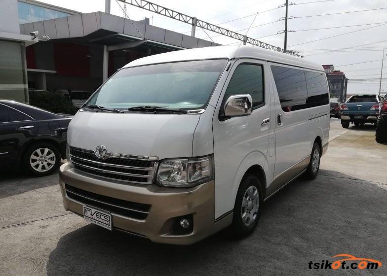Toyota Hi-Ace 2011 - 1