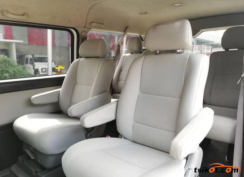 Toyota Hi-Ace 2011 - 3