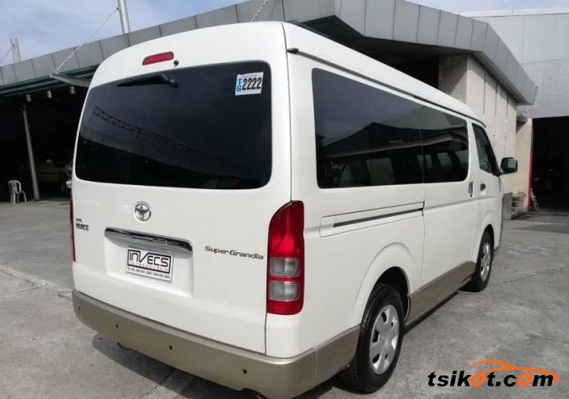 Toyota Hi-Ace 2011 - 4