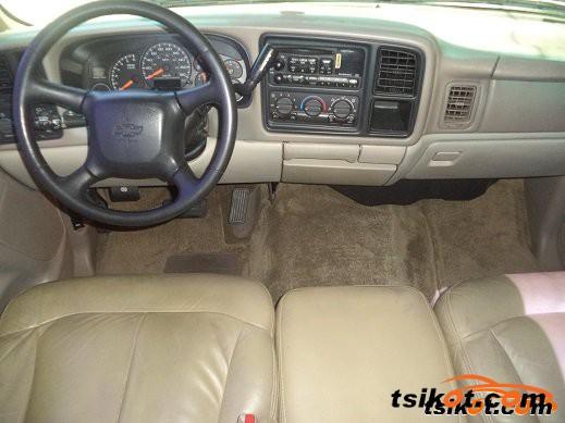 Chevrolet Tahoe 2002 - 2
