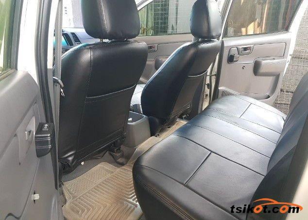 Toyota Hilux 2011 - 4