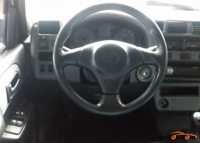 Toyota Rav4 1997 - 3