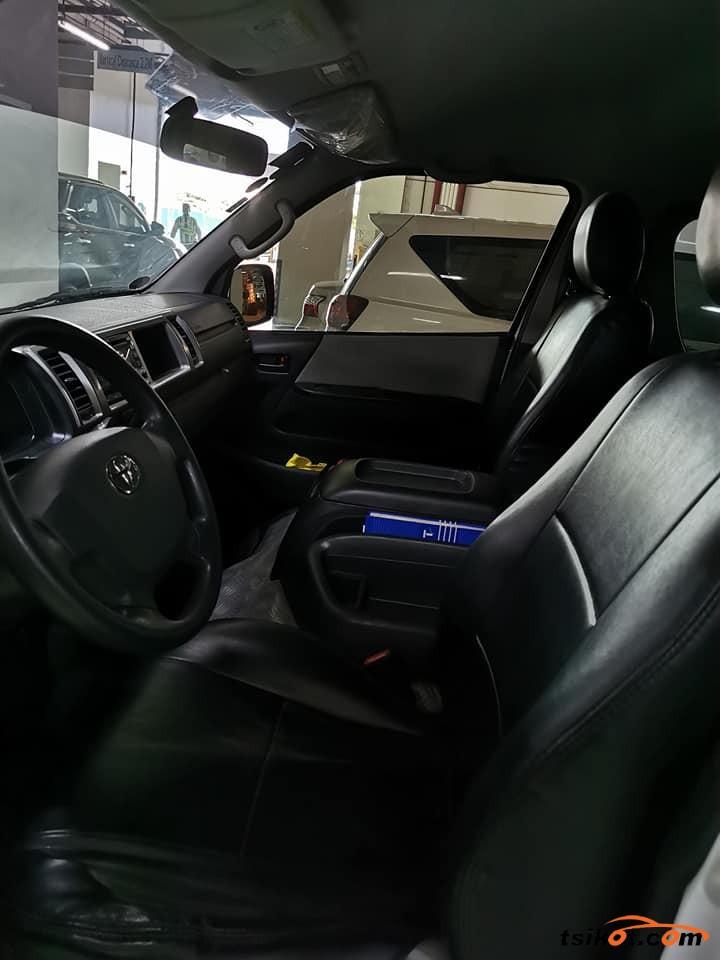 Toyota Hi-Ace 2016 - 9