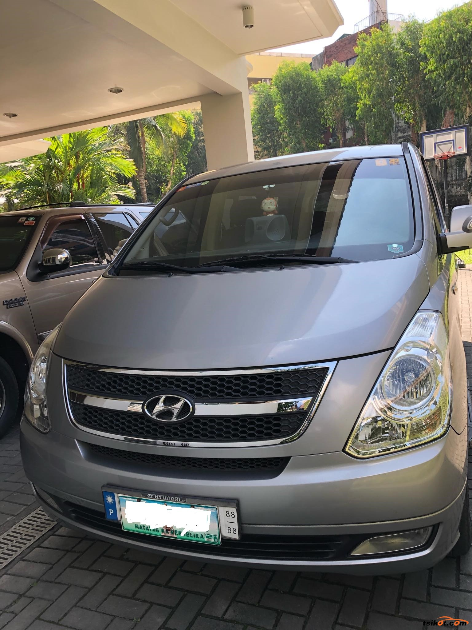 Hyundai Starex 2011 - 2