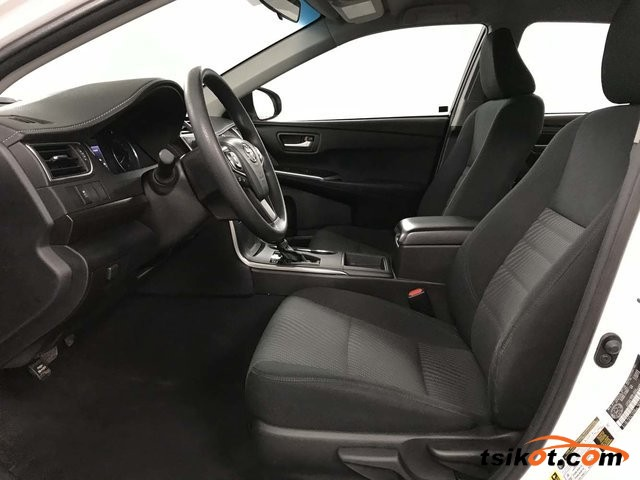 Toyota Camry 2016 - 4