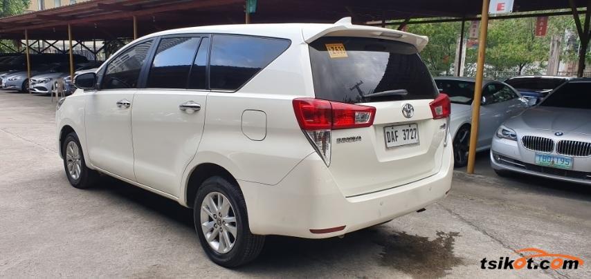 Toyota Innova 2017 - 4