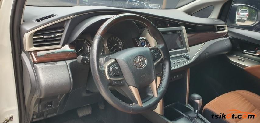 Toyota Innova 2017 - 5