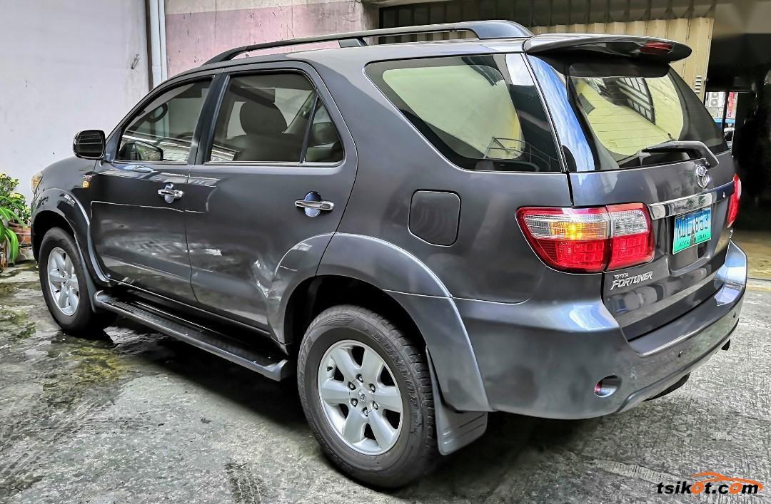 Toyota Fortuner 2010 - 7