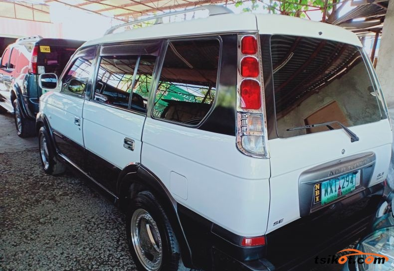 Mitsubishi Adventure 2013 - 4