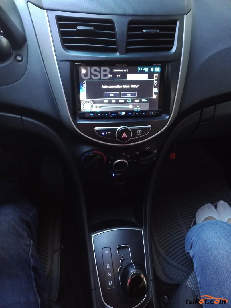 Hyundai Accent 2013 - 2
