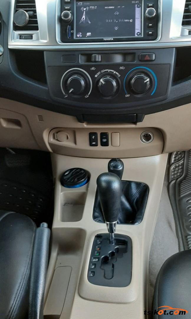 Toyota Hilux 2015 - 2