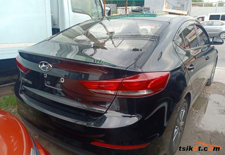 Hyundai Elantra 2018 - 2