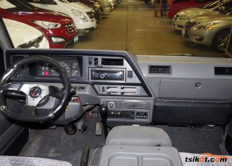 Nissan Urvan 2013 - 5