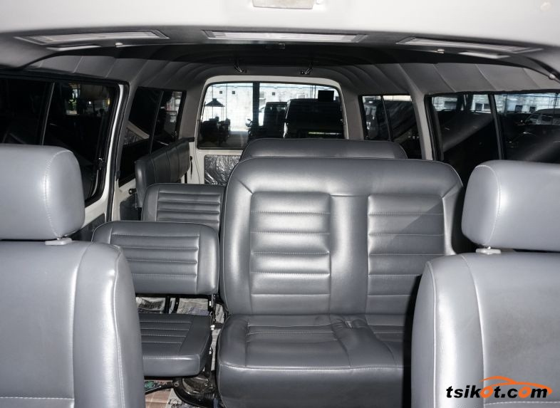 Nissan Urvan 2015 - 5