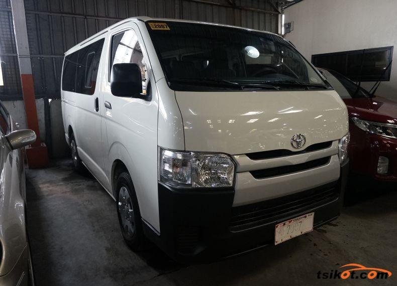 Toyota Hi-Ace 2016 - 1