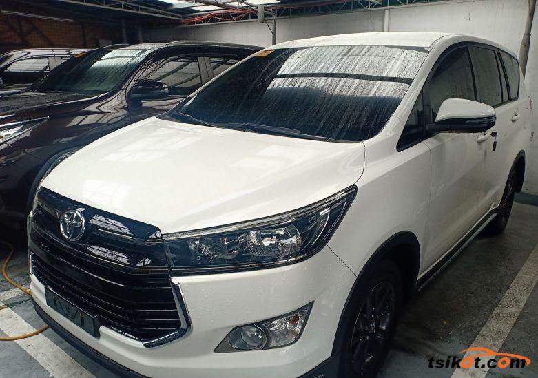 Toyota Innova 2018 - 1
