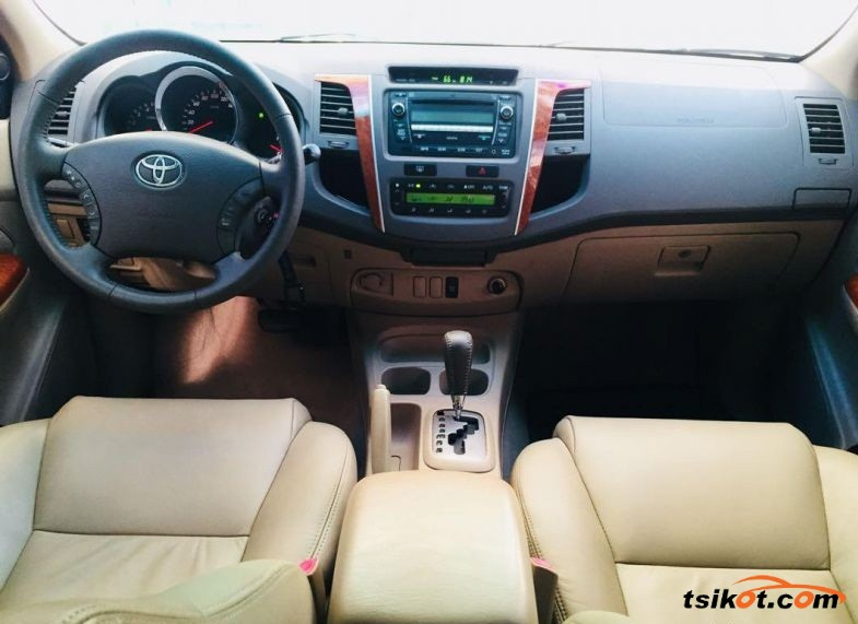 Toyota Fortuner 2009 - 3