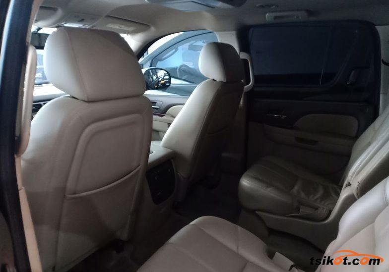 Chevrolet Suburban 2010 - 3