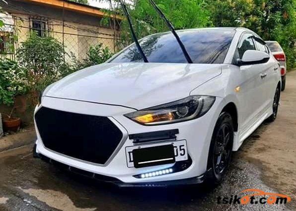 Hyundai Elantra 2018 - 1