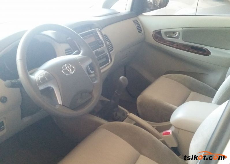 Toyota Innova 2015 - 3