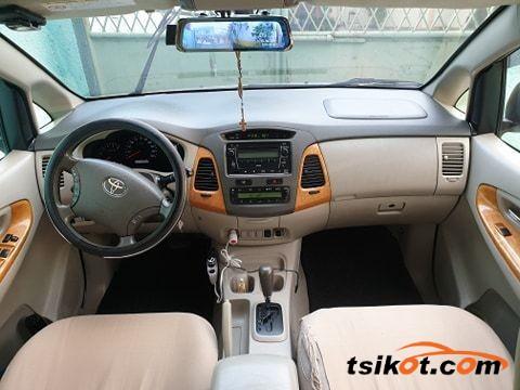 Toyota Innova 2009 - 2