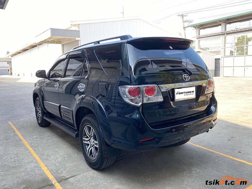 Toyota Fortuner 2013 - 3