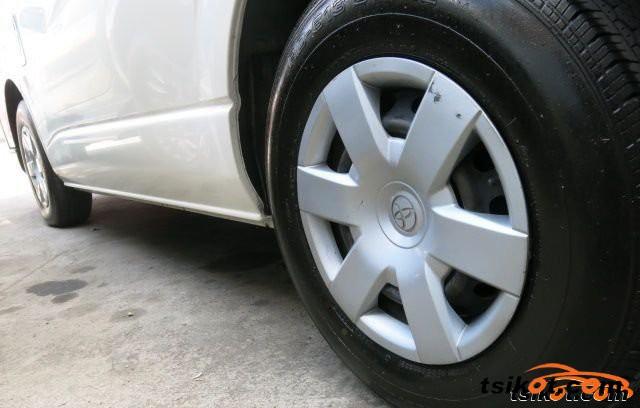 Toyota Hi-Ace 2010 - 4