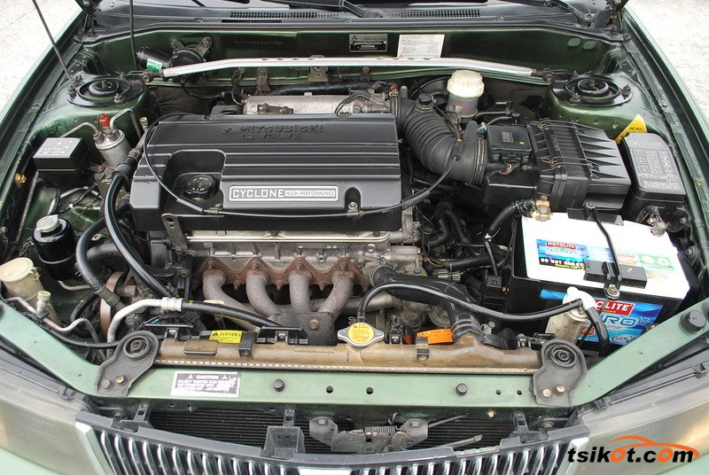 Mitsubishi Lancer 2002 - 5