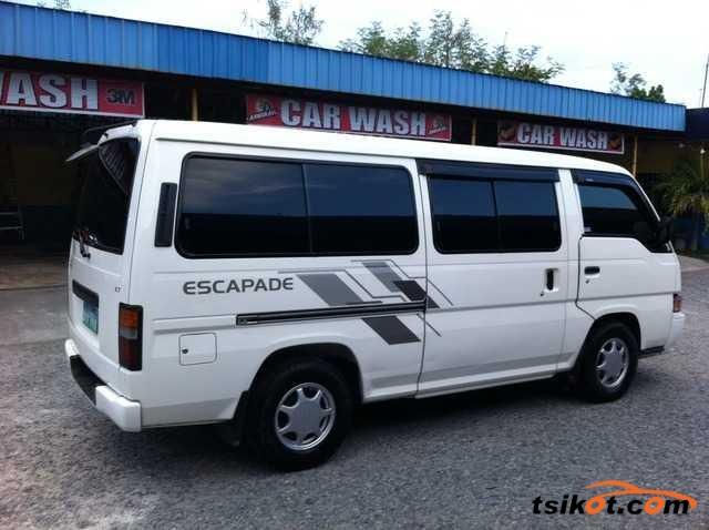 Nissan Urvan 2010 - 2