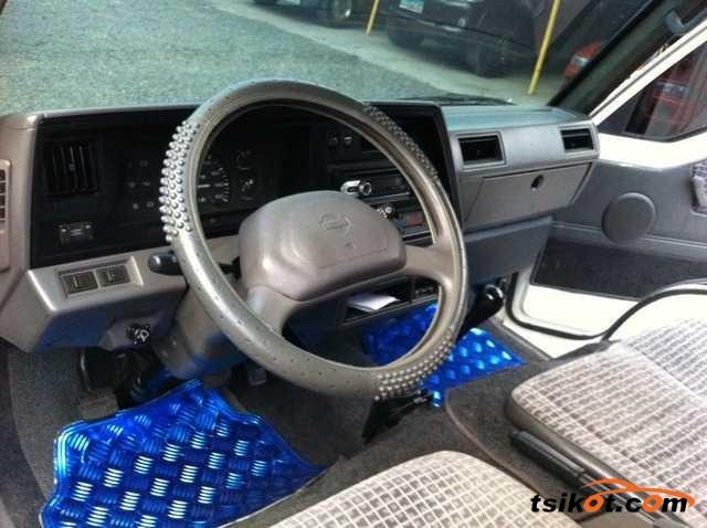 Nissan Urvan 2010 - 3