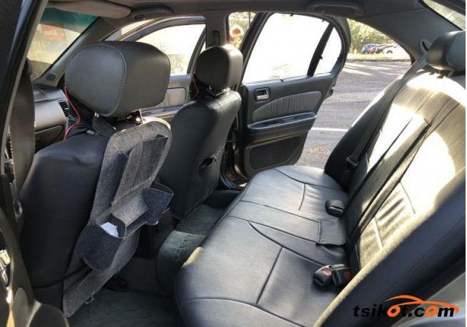 Nissan Cefiro 2000 - 6