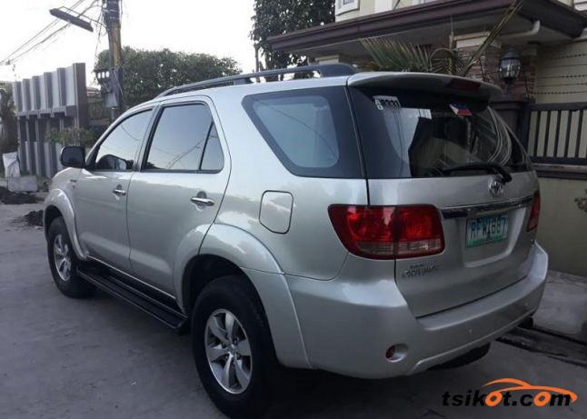 Toyota Fortuner 2007 - 4