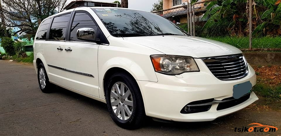 Chrysler Town & Country 2012 - 1