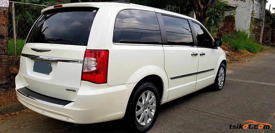 Chrysler Town & Country 2012 - 2