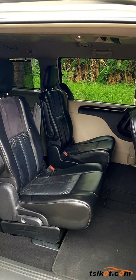 Chrysler Town & Country 2012 - 5