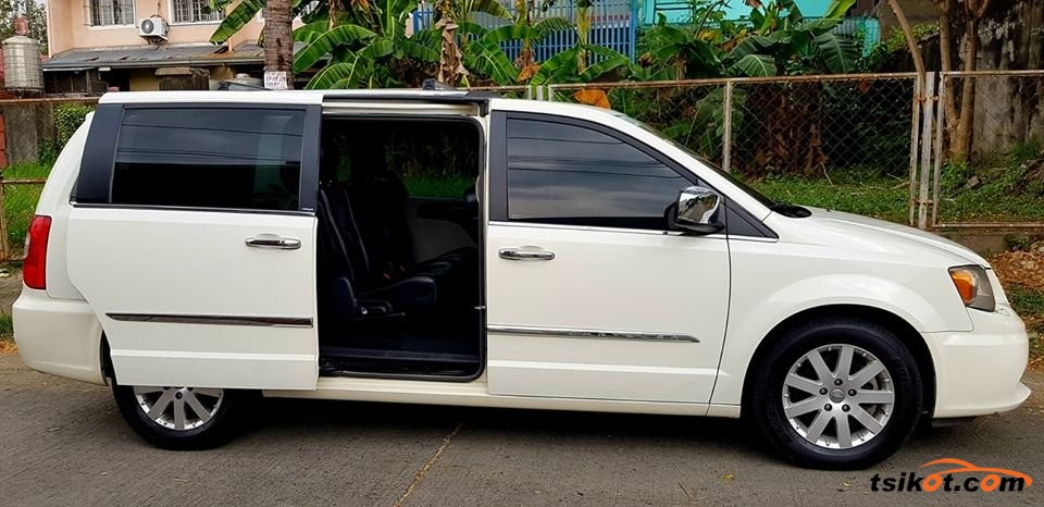 Chrysler Town & Country 2012 - 6