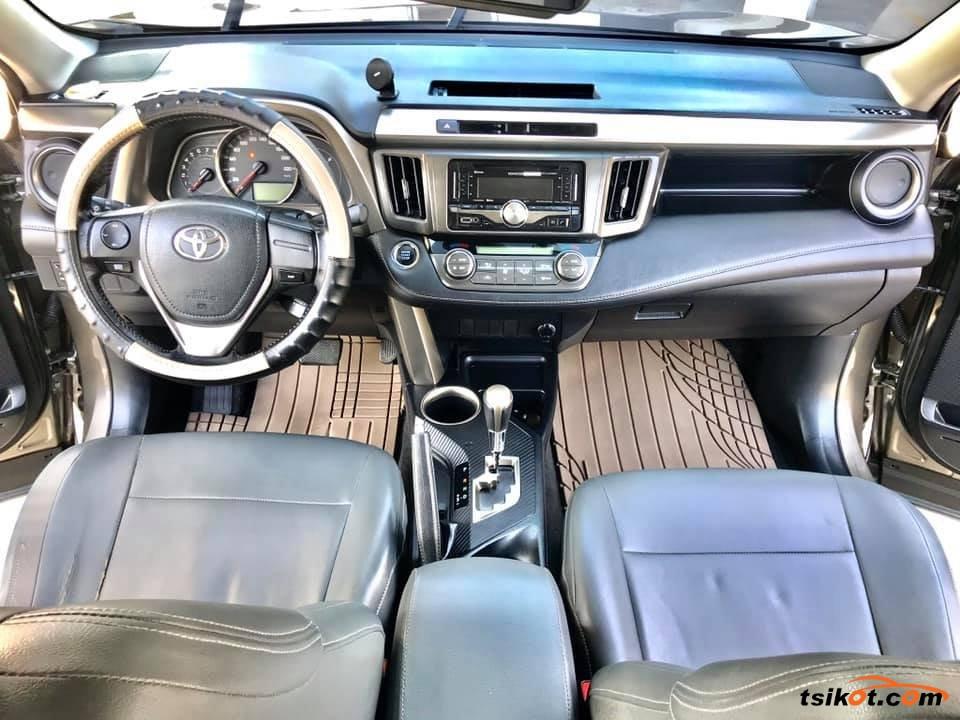Toyota Rav4 2013 - 4