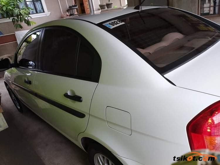 Hyundai Accent 2010 - 4