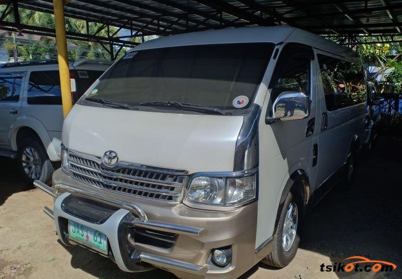 Toyota Hi-Ace 2012 - 1