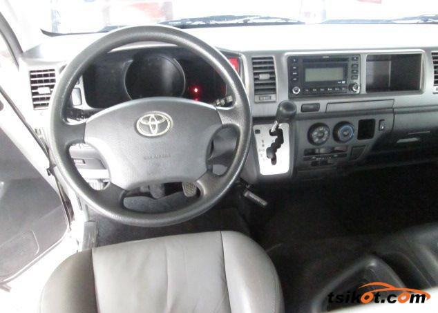 Toyota Hi-Ace 2013 - 3