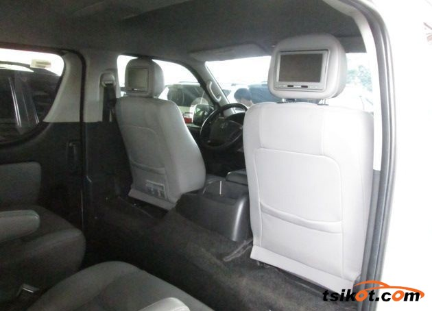 Toyota Hi-Ace 2013 - 6