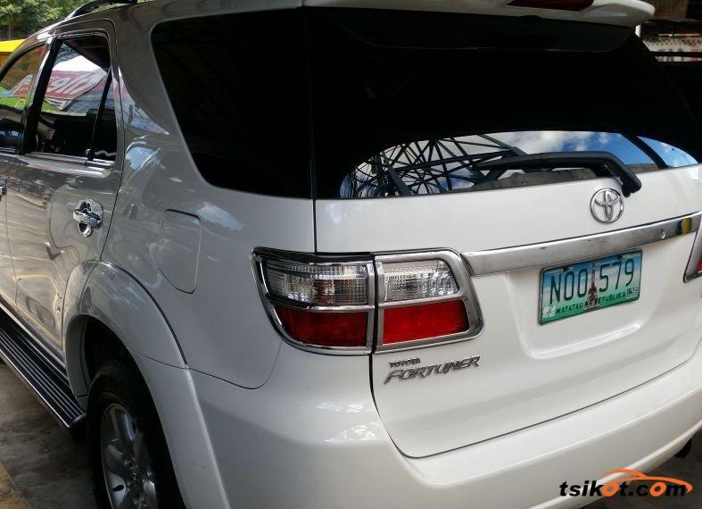 Toyota Fortuner 2009 - 2