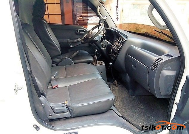 Nissan Urvan 2014 - 4